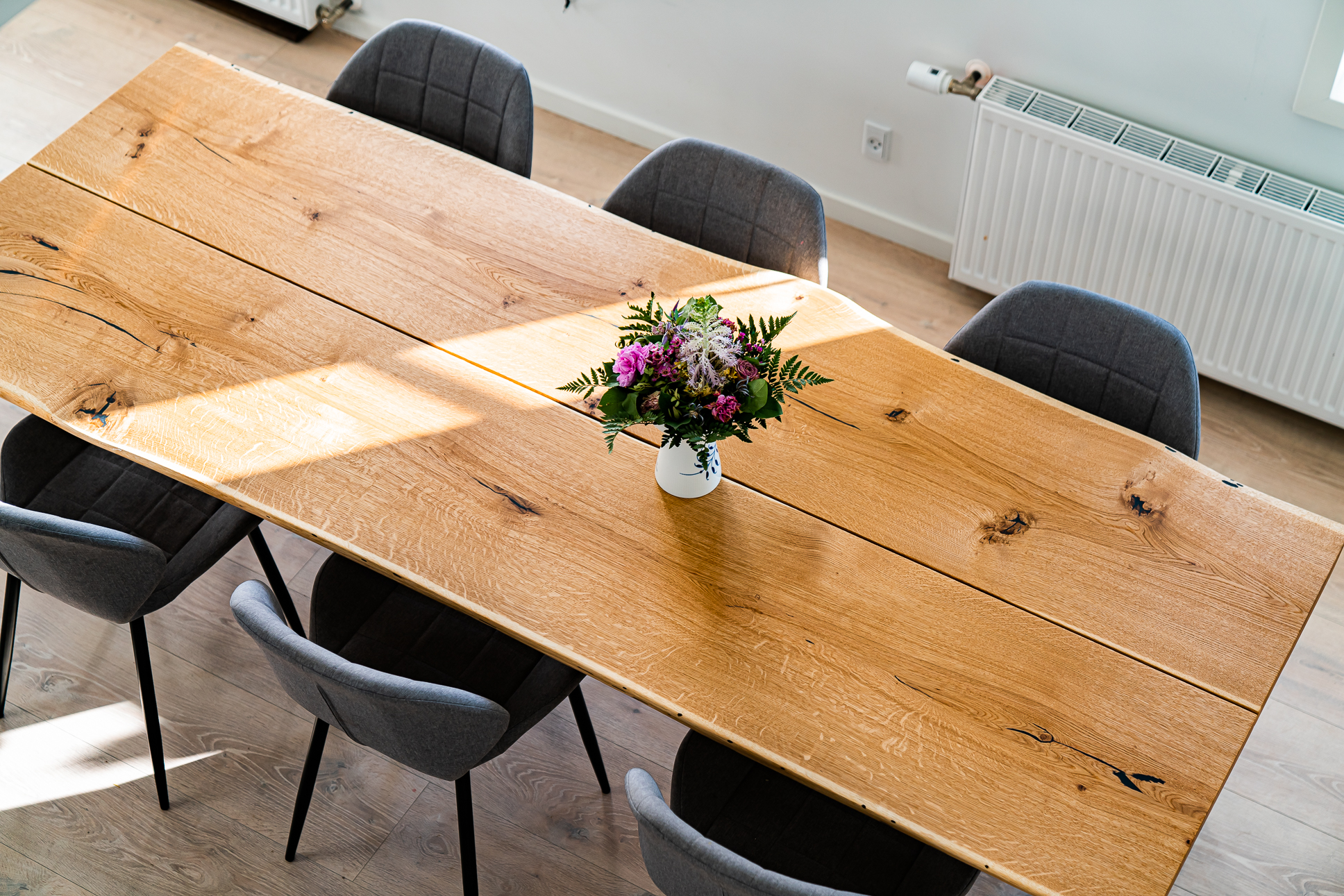 Spisebord af bedste kvalitet håndlavet